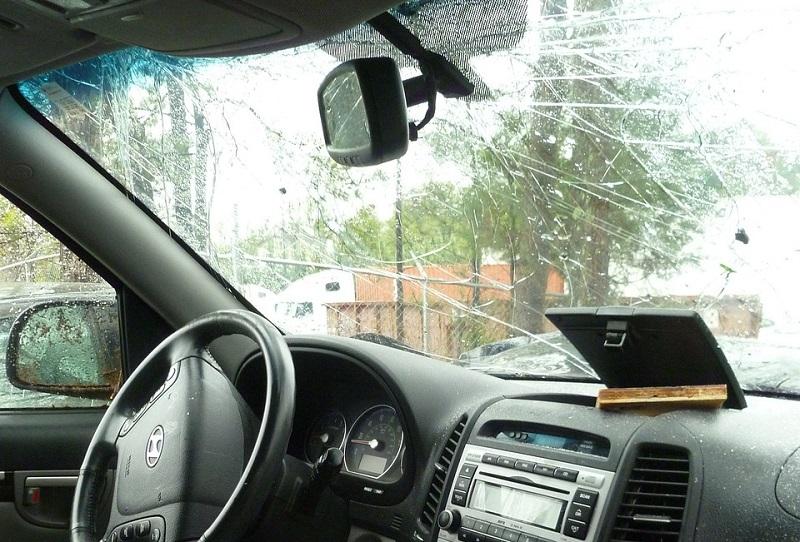 Вождение с треснувшими ветровыми стеклами
